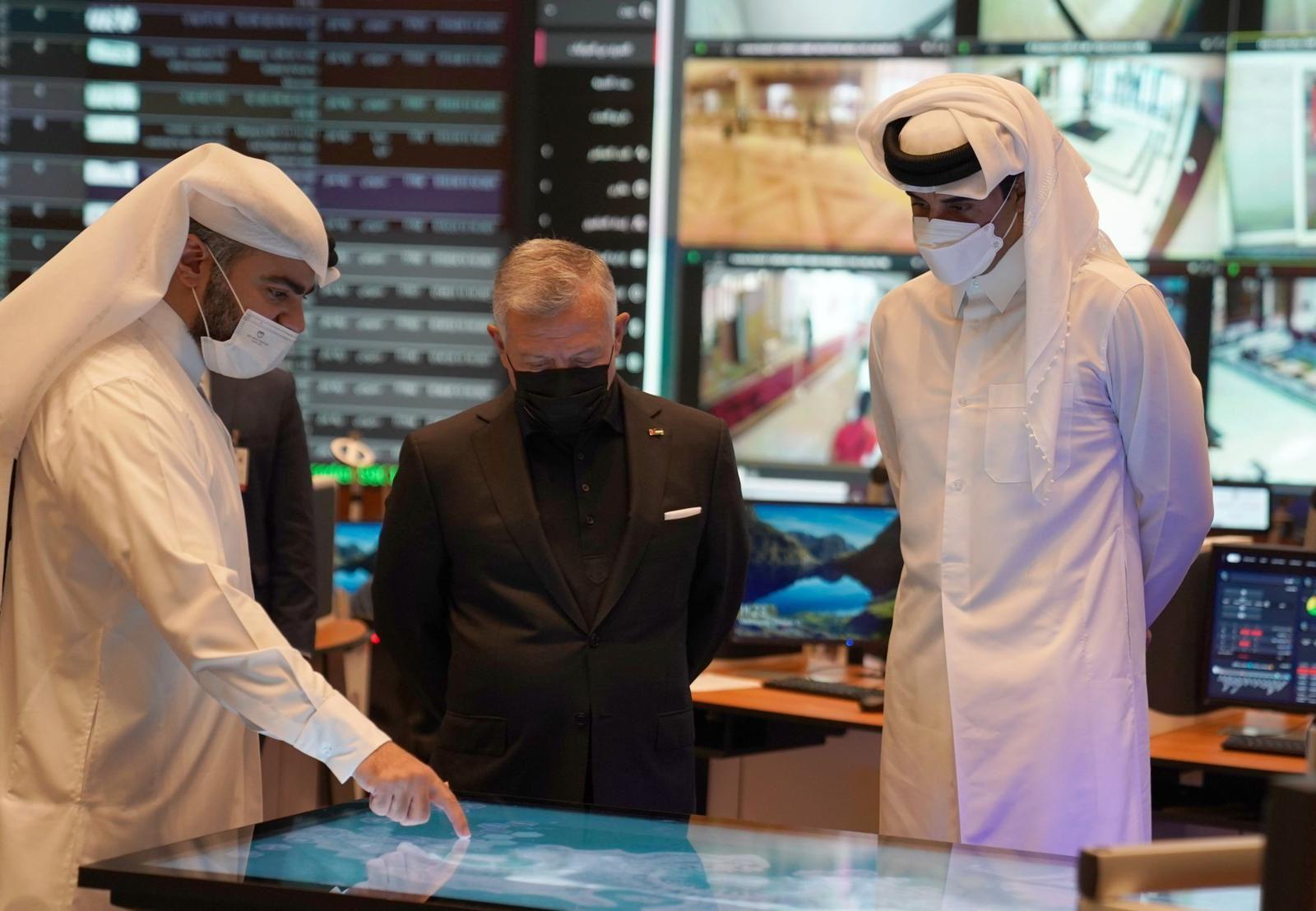 صاحب السمو الامير تميم بن حمد و جلالة الملك عبدالله بن الحسين يطلعان على الأنظمة الأمنية لكأس العالم قطر 2022