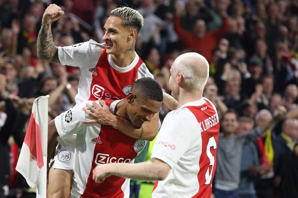 دوري أبطال أوروبا: أياكس أمستردام يتغلب على دورتموند 4 - 0